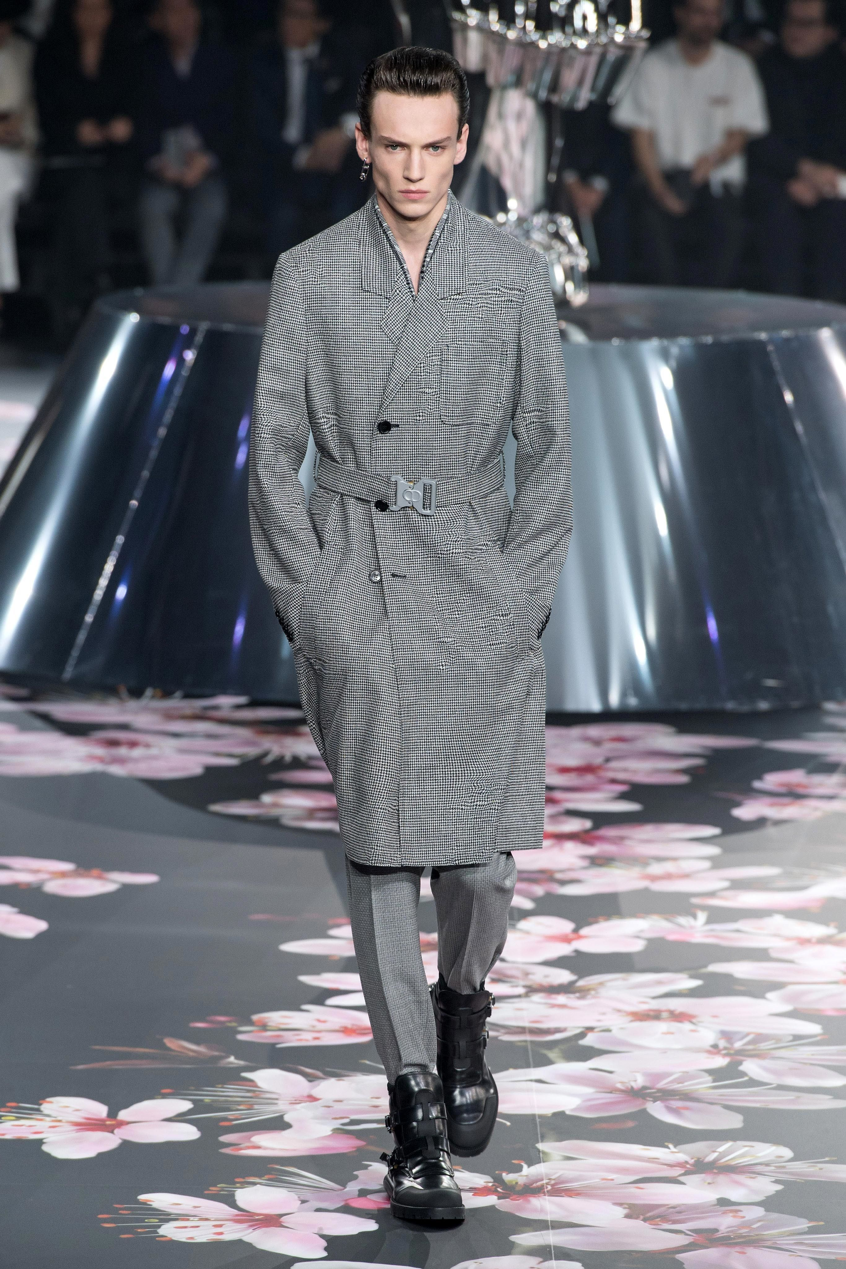 565424f84e33 ... collection, art and concept went hand in hand throughout the  presentation. In certain aspects we also saw continuity of SS19, but above  all DIOR Homme, ...