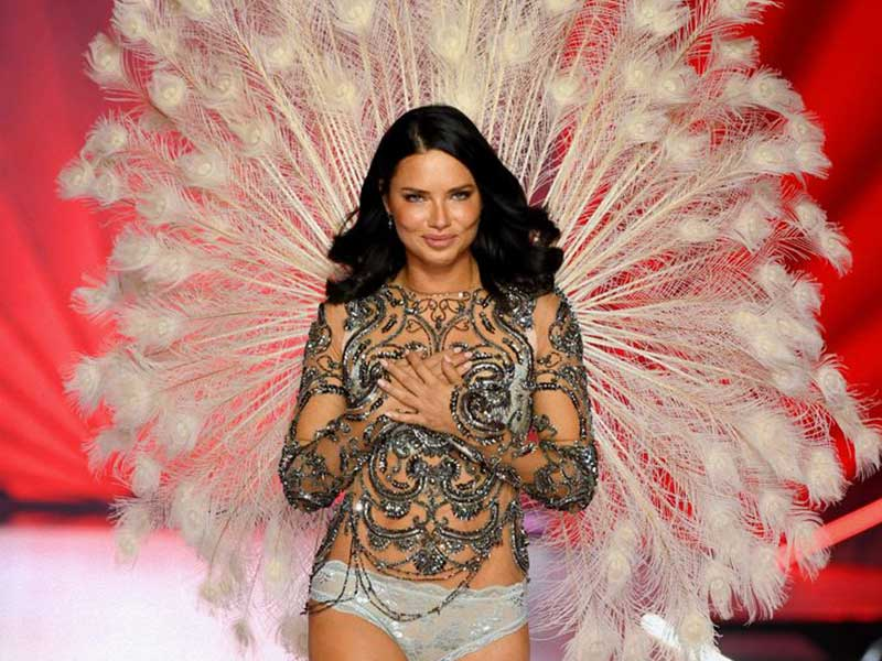 Ayer los ángeles de Victoria volvieron a desfilar y uno, Adriana Lima, no volverá al cielo