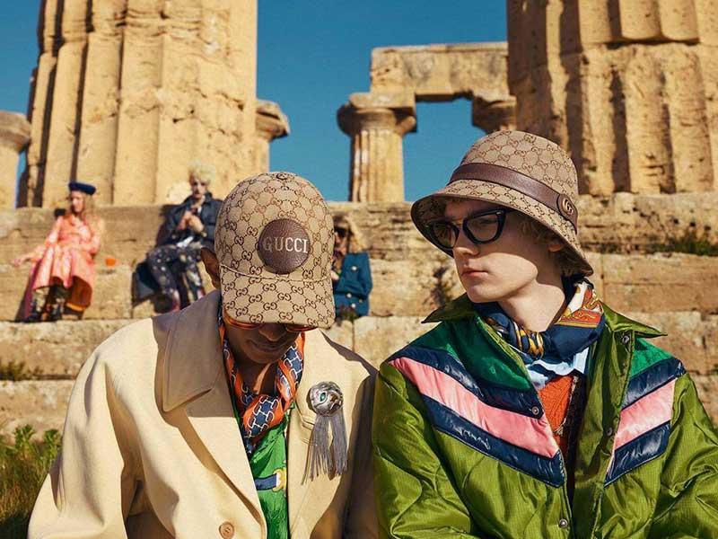 El accesorio del verano: Gucci Monogram Bucket Hat