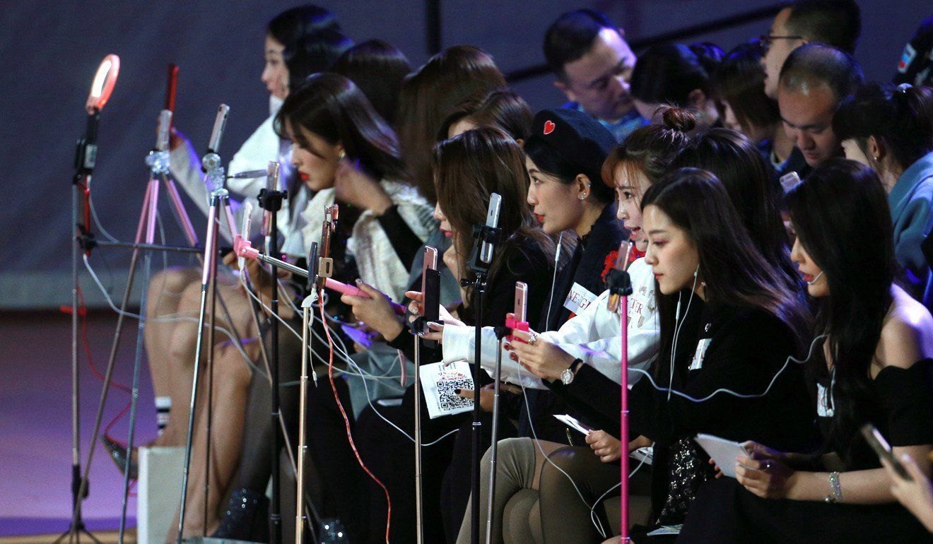 Live streamers en Mercedes-Benz China Fashion Week