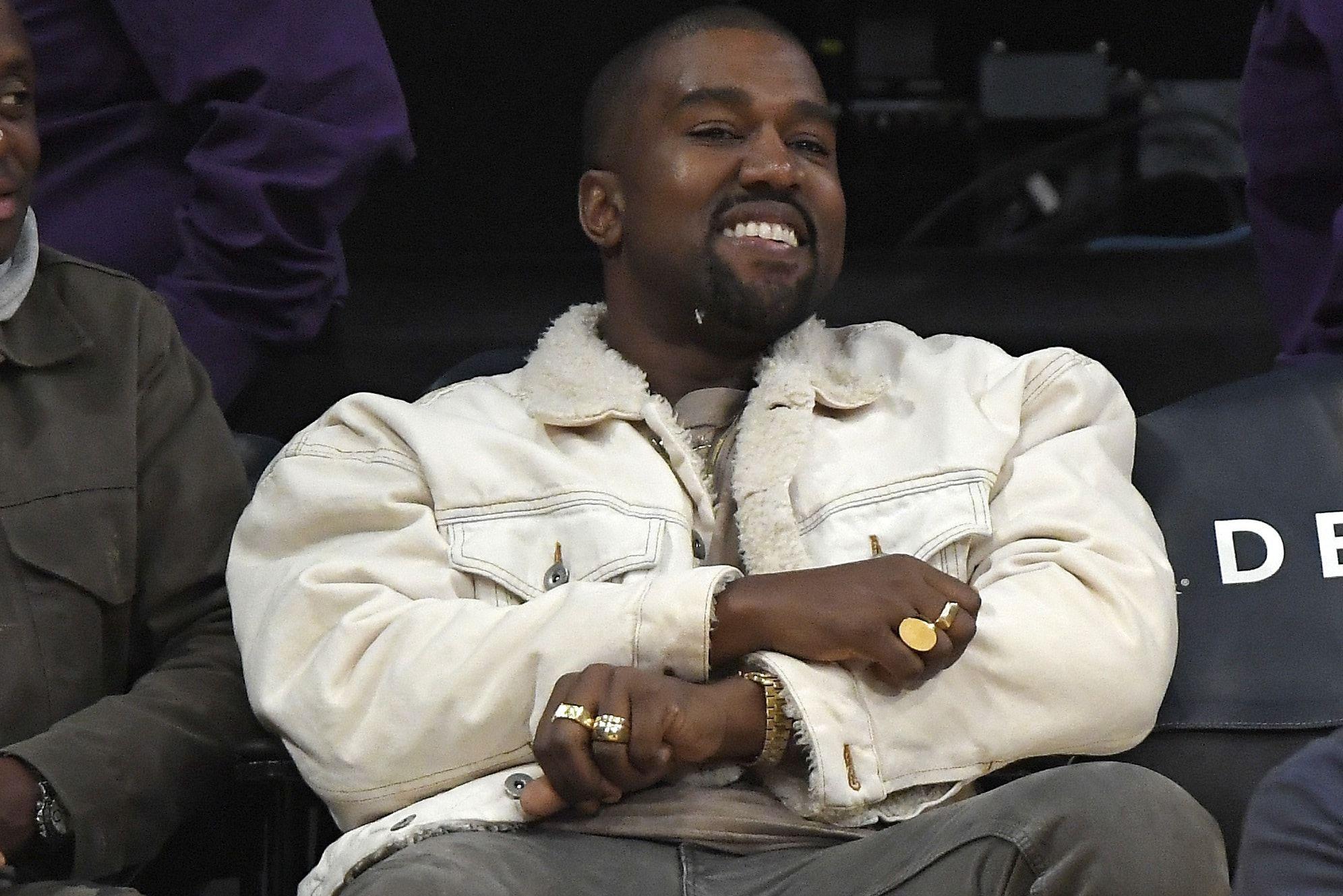 Forbes declara a Kanye billonario pero él sigue enfadado