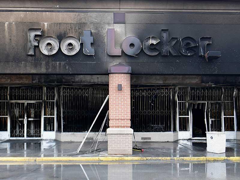 Foot Locker saqueada en protesta al asesinato de George Floyd