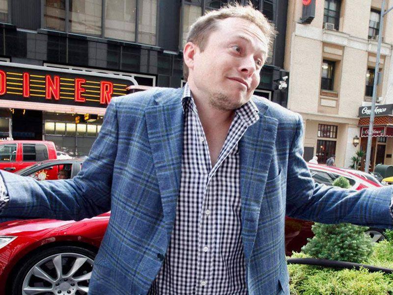 Elon Musk pone a la venta shorts y rompe internet