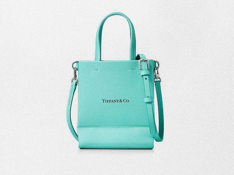 La icónica bolsa de Tiffany's se convierte en un bolso de cuero