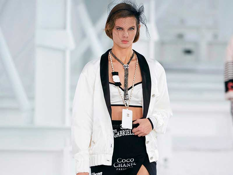 Viaje con Chanel SS21 a Hollywood Hills