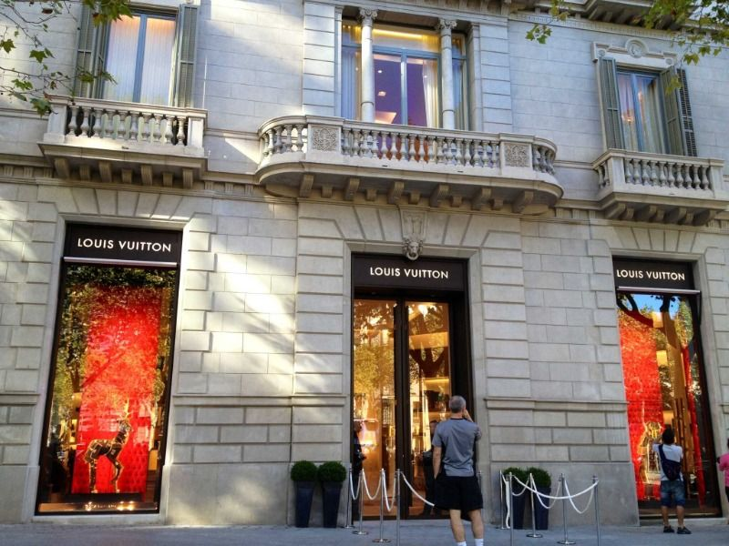 Is there racism inside the Louis Vuitton shop in Barcelona?