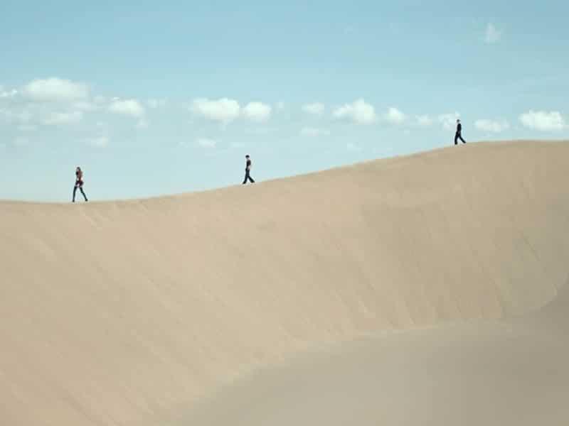 Yves Saint Laurent 2021 desfile en el desierto